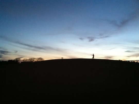 Disc golf silhouette. (photo by Ben Honey)